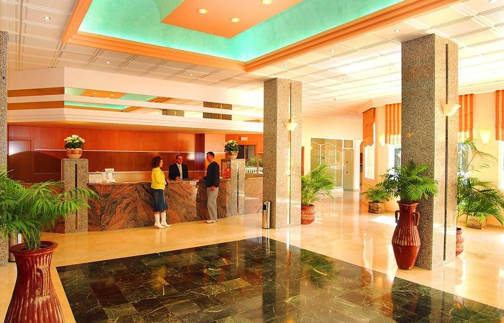 Hotel parasol garden 3 ck fifo travel sk for Hotel parasol garden