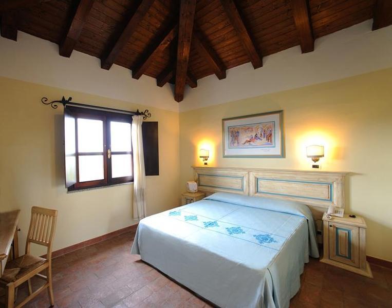 Rezort baia dei pini 4 travel sk for Hotel sardegna budoni